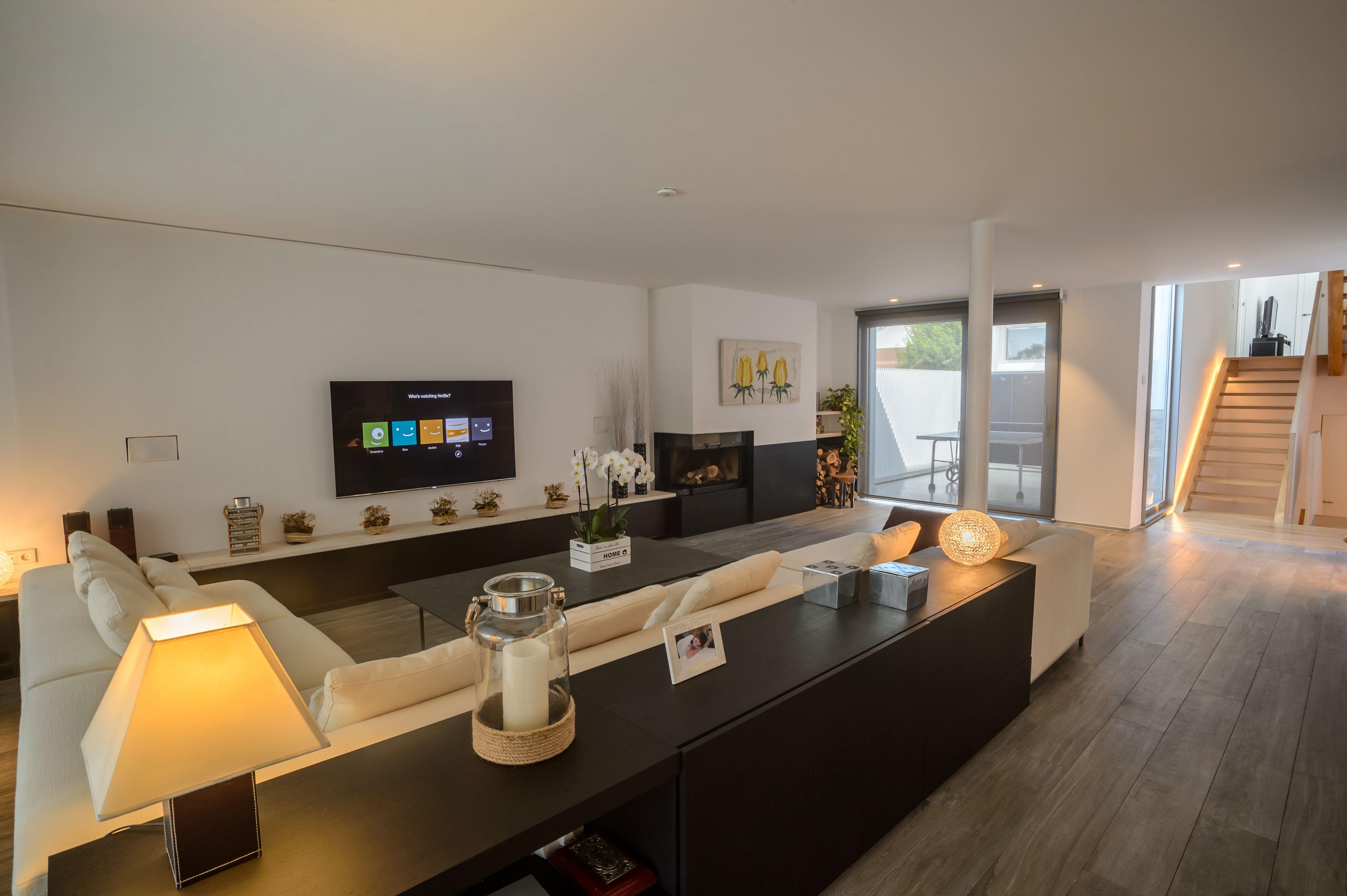 Offenes Wohnzimmer Mit Viel Platz Zum Entspannen. #loxone #smarthome # Wohnzimmer #livingroom