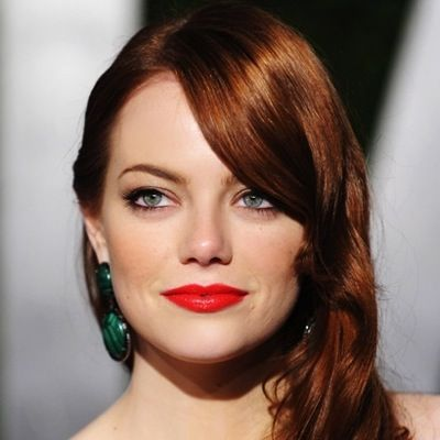 Green Earrings And Red Lips Redhead Makeup Emma Stone Red Hair