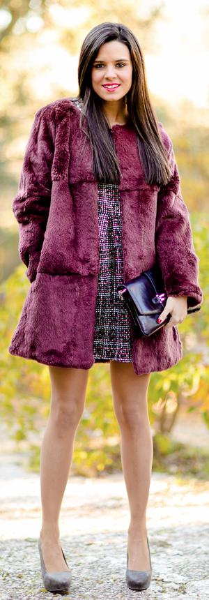 Abrigo de pelo burdeos Crimenes de la Moda - burgundy fur coat Furia Madrid  - vestido fab2d0081a27
