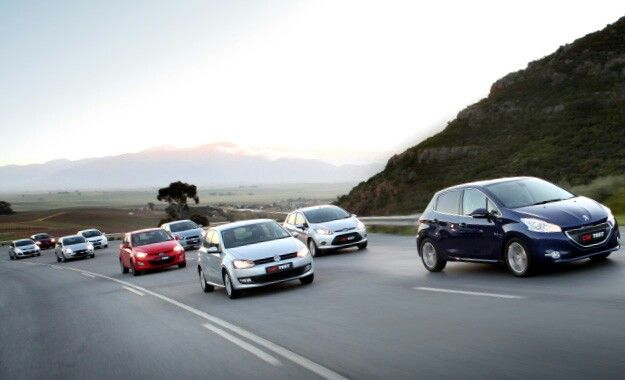 Chevrolet Sonic 1 6 Ls Vs Pre Facelift Ford Fiesta 1 6 Trend Vs