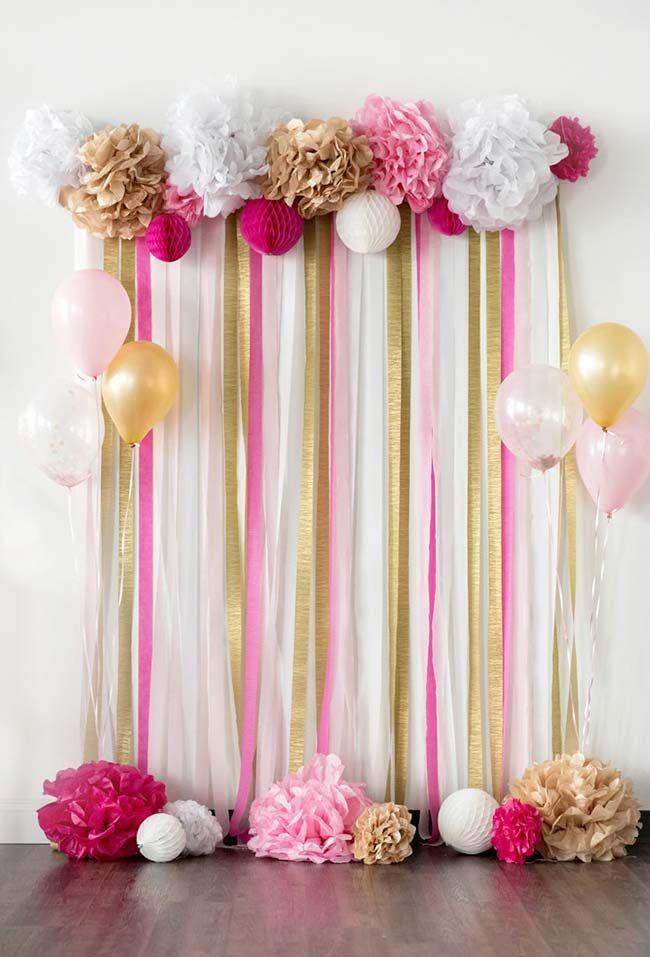 Cortina de papel crepom rosa, branco e dourado Decoraç u00e3o de festas em 2019 Decoraç u00e3o com  # Decoração De Festa Com Papel Crepom Passo A Passo