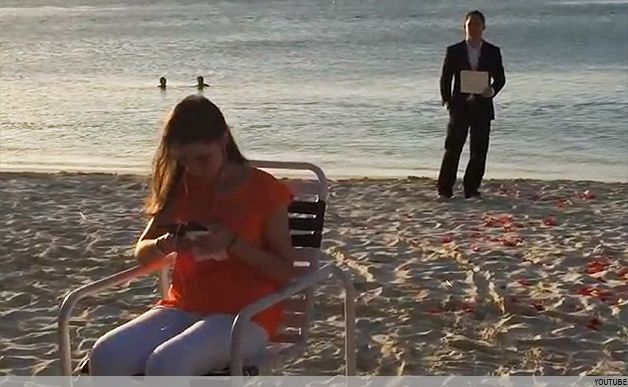 A guy proposed to his future fiance every single day for a year and she didn't…