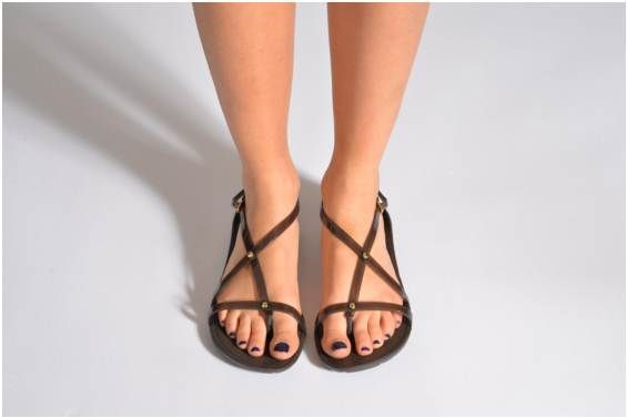 0fd98594fc8d Sandalias Crocs Really Sexi Flip Sandal Women vista del modelo ...