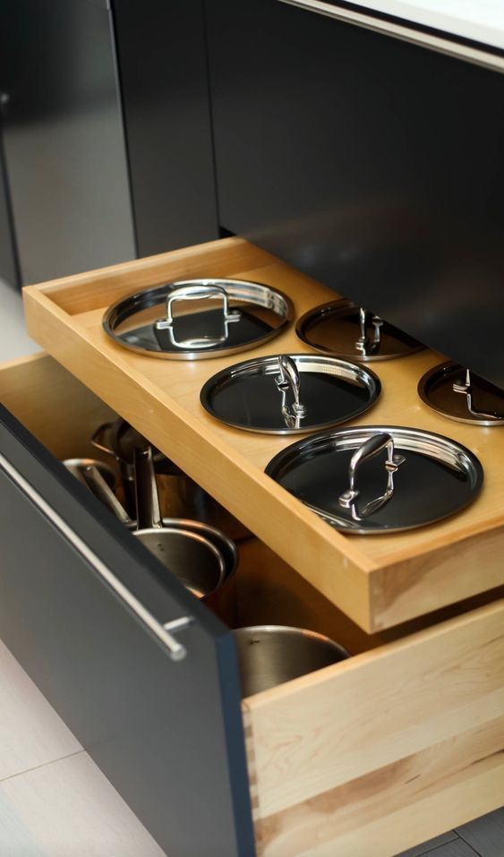 Can this be done with that standing rod in favor of pot lids in that main drawer Can this be combined with that standing rod in favor of the pot lid in that main drawer...