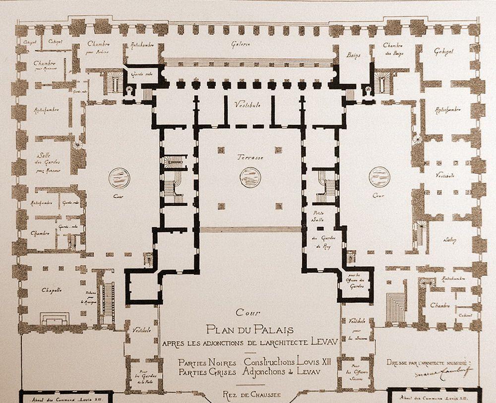 Ground Floor Plan Of The Centre Chateau De Versailles Showing Original Chateau Surrounded By The New Building Maison De Caractere Le Manoir Versailles