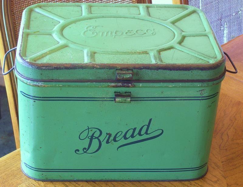 1940 S Green Empeco Tin Metal Bread Box Vintage Tins Vintage Bread Boxes Vintage Kitchen