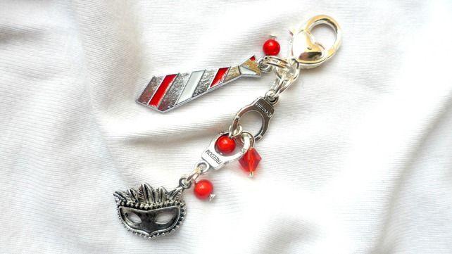 Beautiful 50 Shades - Handcuffs Zip Charm, Zip pull, Bag Charm, Charm in Reds an £4.00