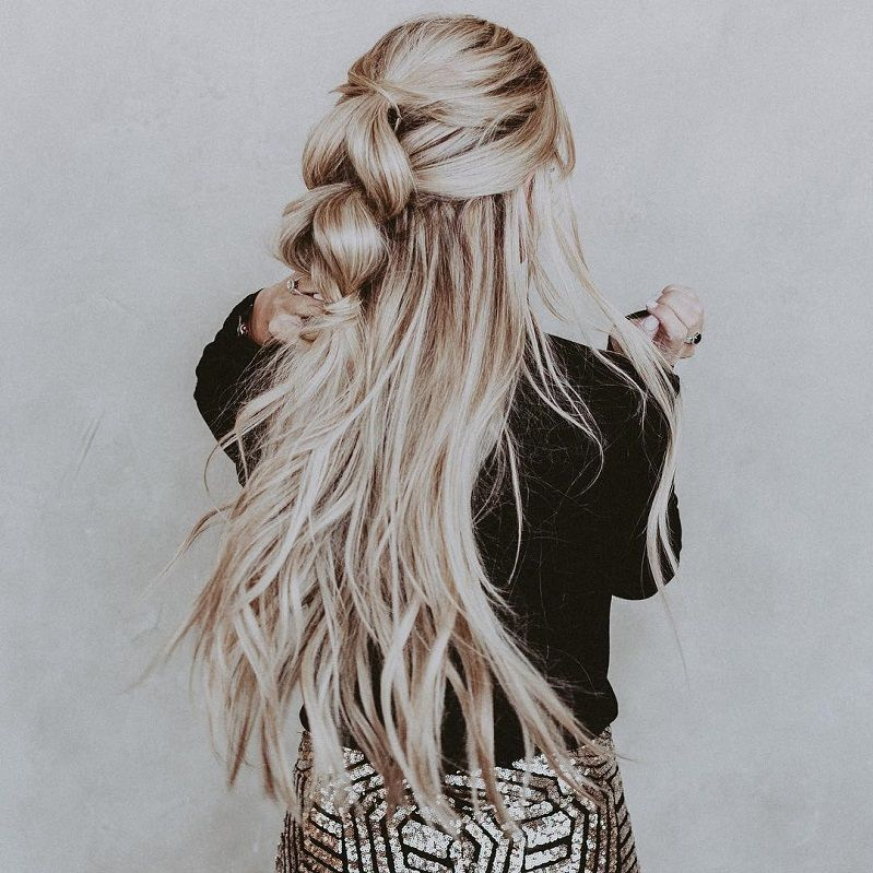 39 Trendy + Messy & Chic Braided Hairstyles – Half-up pull through
