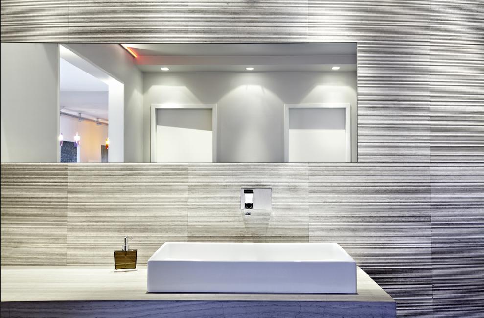 Lieblich Moderne Badezimmer Fliesen Die Badezimmerwände Mit Tapete Motiv Holzfasern