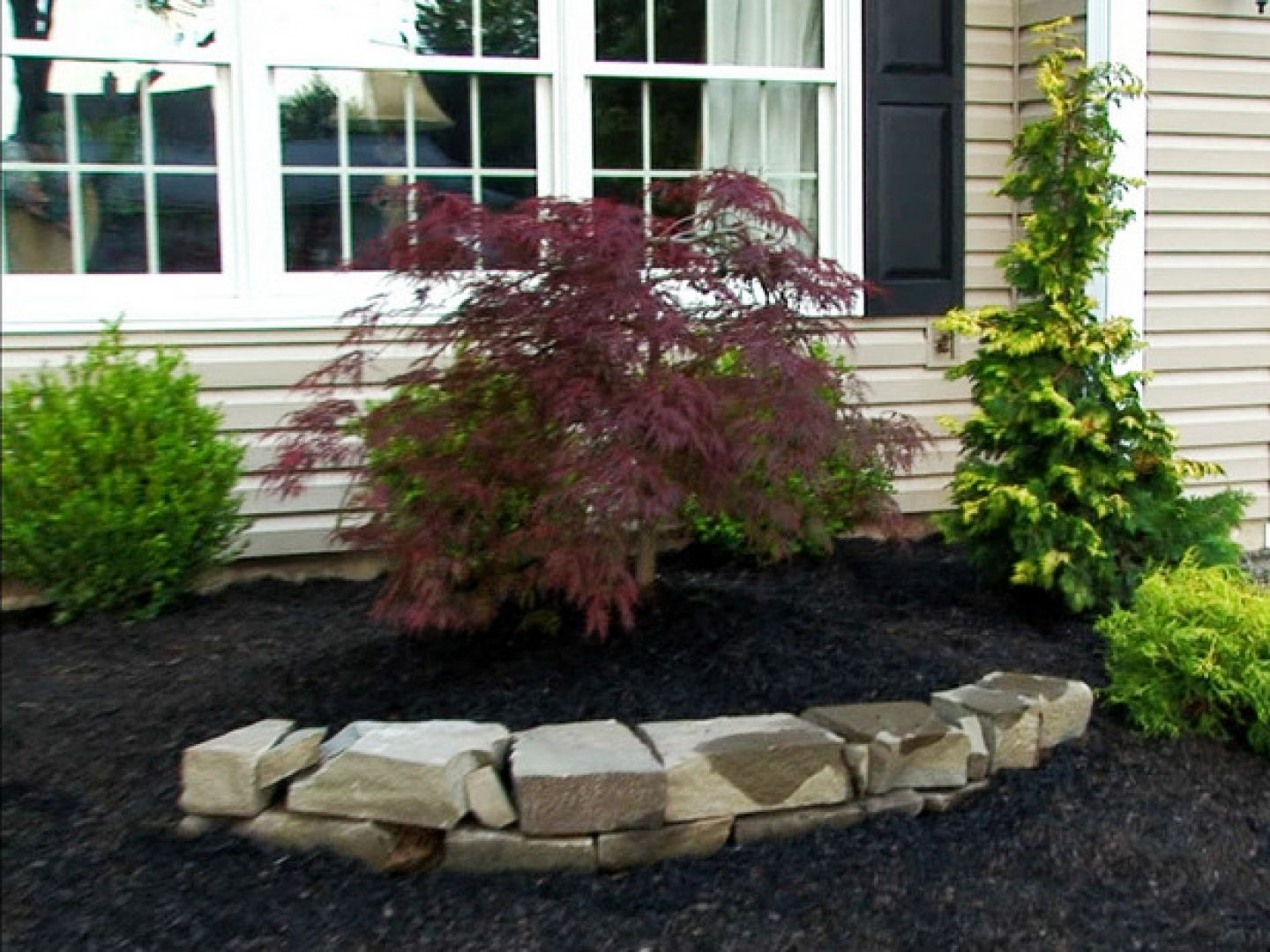 Small front yard landscaping ideas the landscape design for Simple landscape ideas for front of house