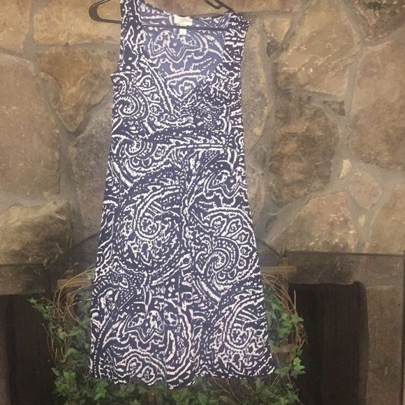 Blue and white Loft dress A Ann Taylor Loft dress  in Navy black and white. Can be made office ready with a blazer or cardigan! LOFT Dresses Midi