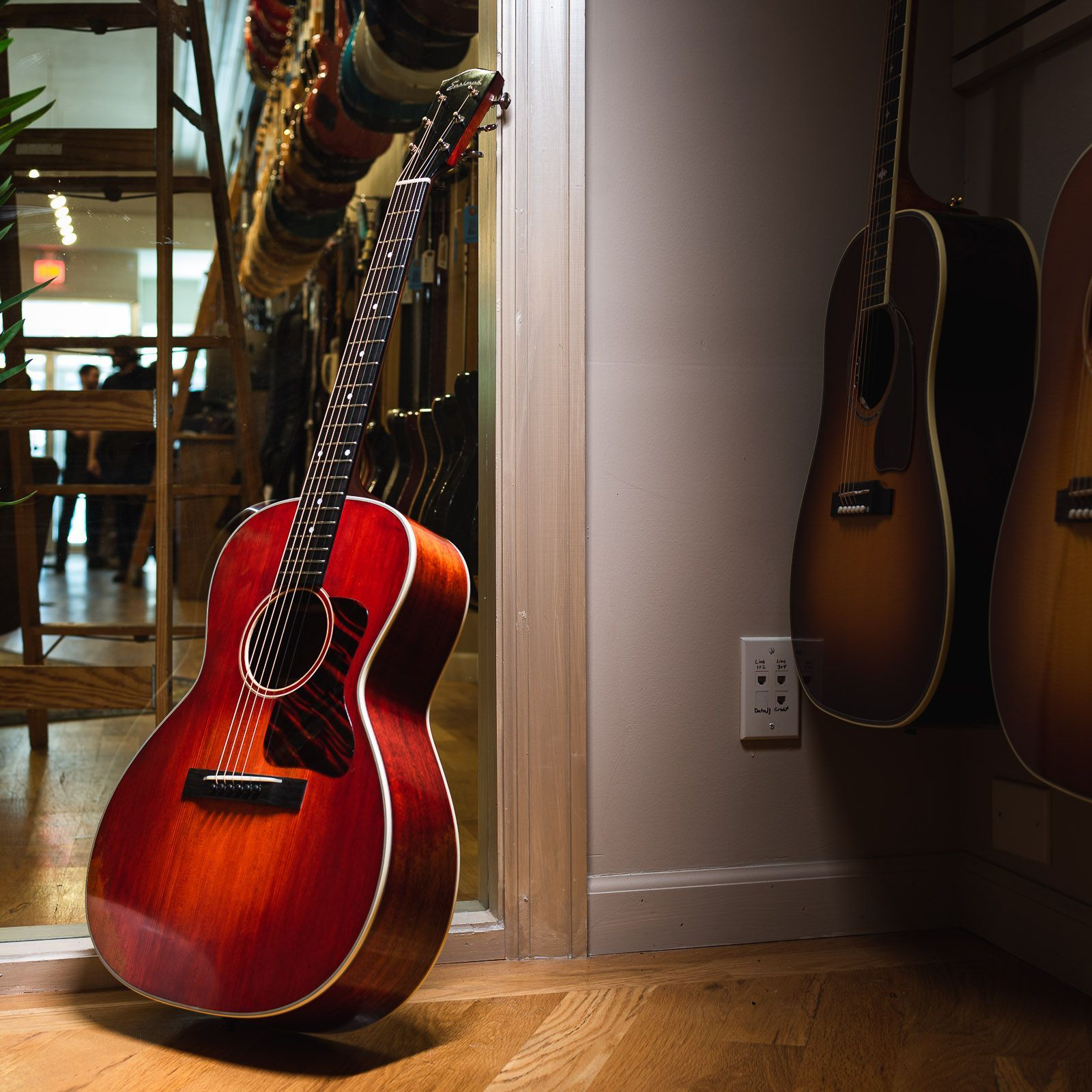 Some Things Never Go Out Of Style Like Cherry Red Parlour Guitars And This Timeless Eastmanguitars Traditional E10oo Eastman Traditional Guitar Photography
