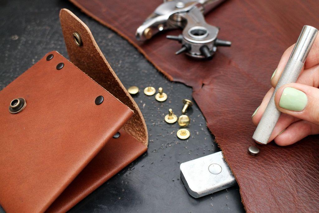 Beginning leatherworking class