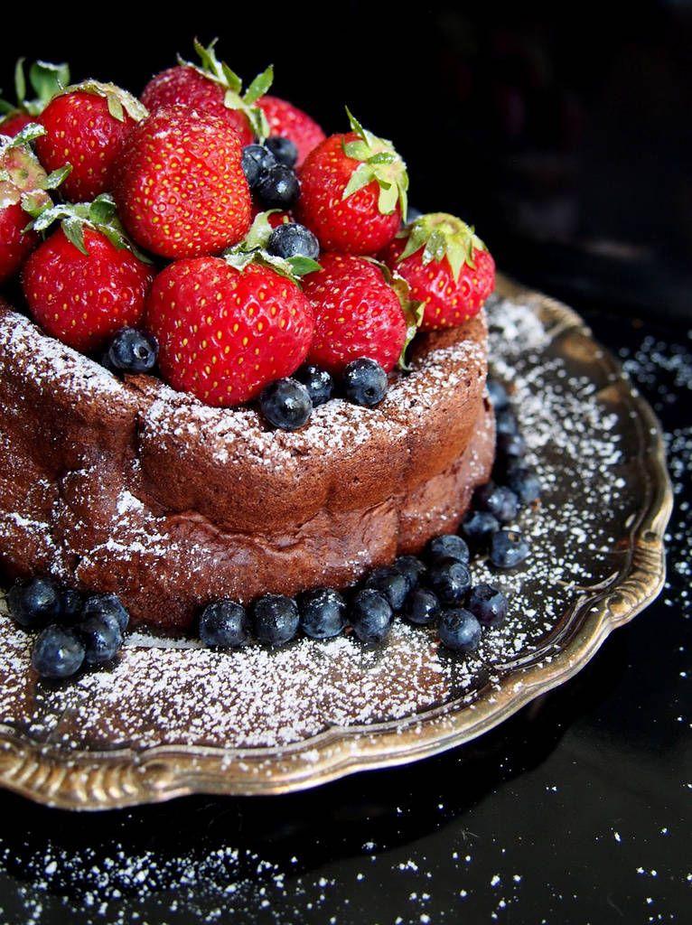 Vain kahden aineen suklaakakku - mehevä ja juuri oikea koostumus