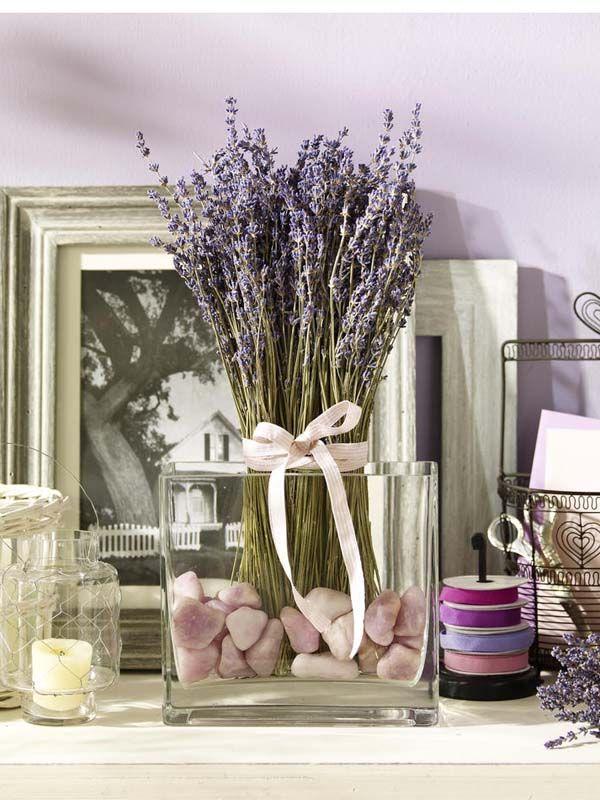 Glashafen mit getrocknetem Lavendel und Steinen Euro - dekoration für badezimmer