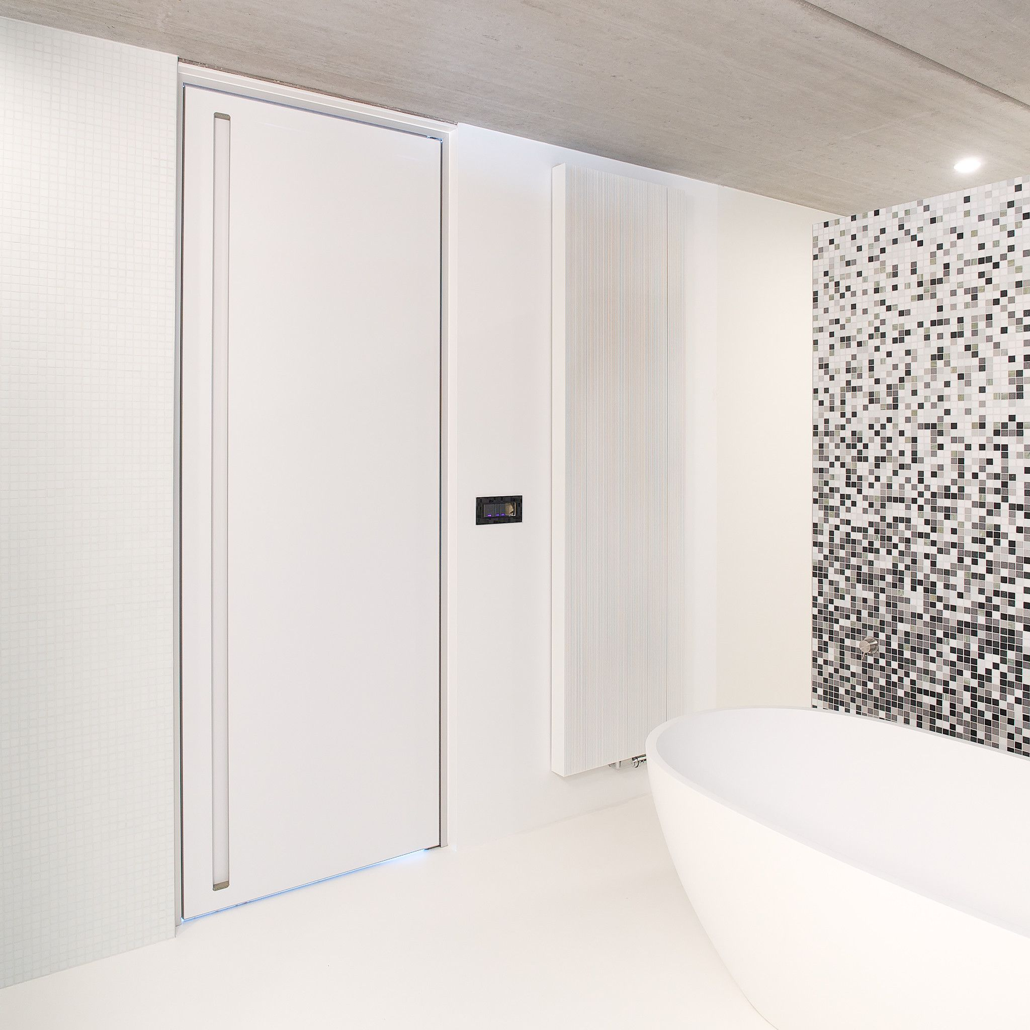 Porte int rieure moderne blanche am nagement porte pinterest interieur portes et for Porte aluminium blanche