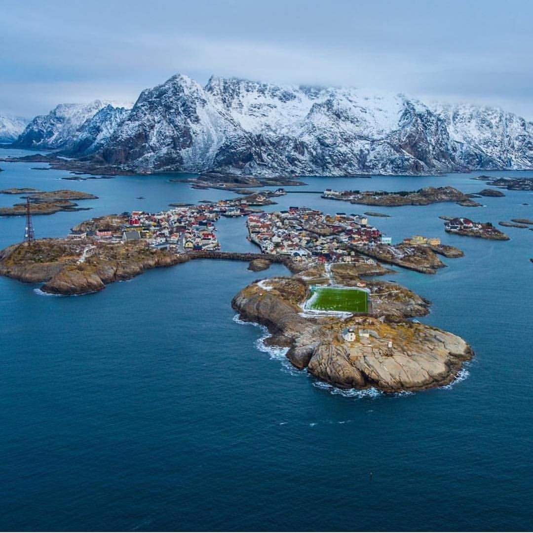"""Mi piace"": 2,004, commenti: 14 - Lofoten Islands  (@lofotenislands) su Instagram: ""Best place  @grimberge #LofotenIslands #Henningsvær"""