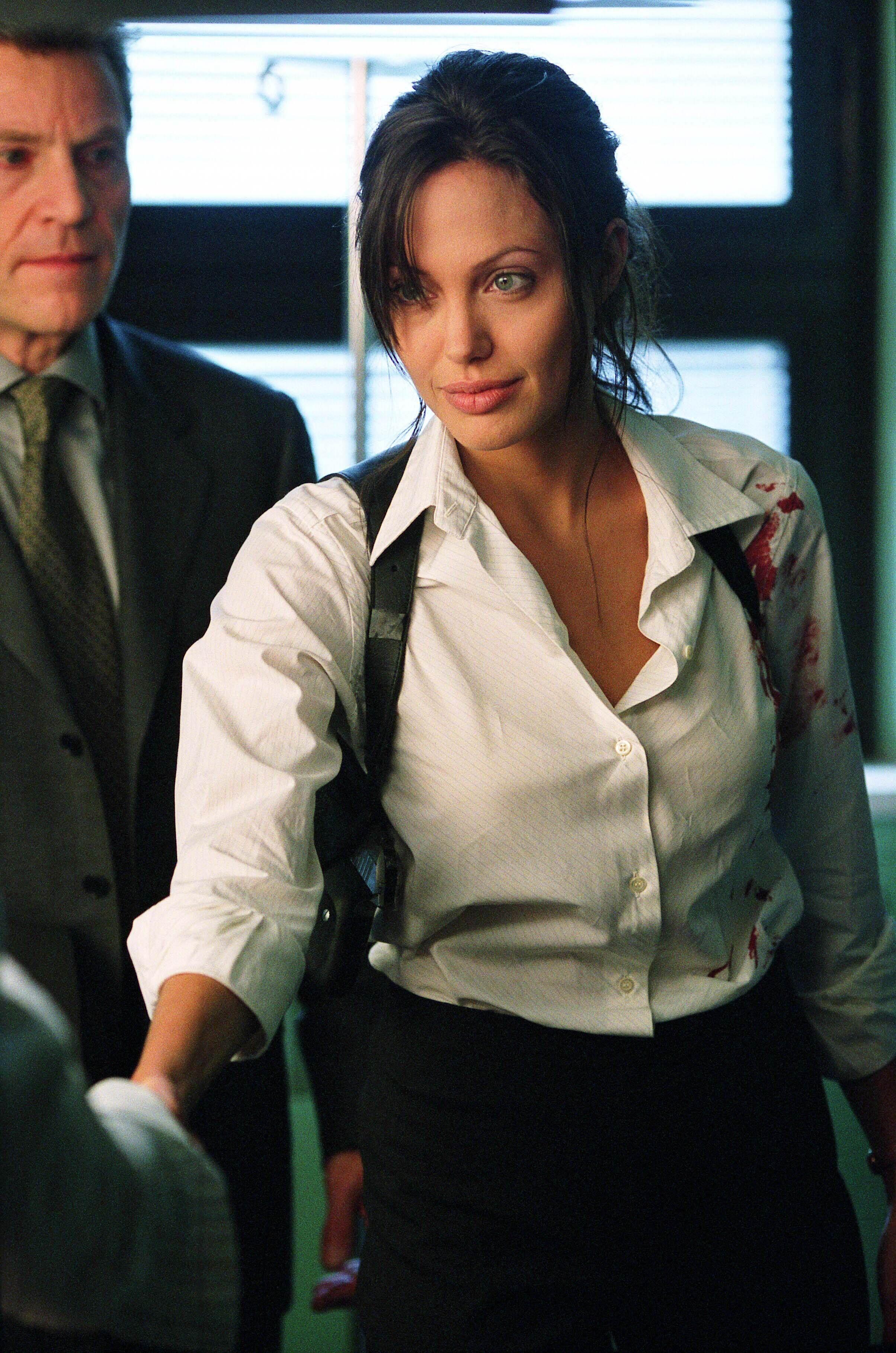Angelina Jolie Naked Taking Lives taking lives [2004] | angelina jolie movies, angelina jolie