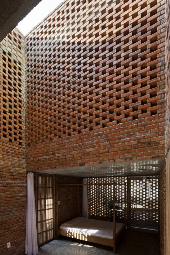 Termitary house tropical space walls bricks stones pinterest brique architecture and - Claustra d interieur ...