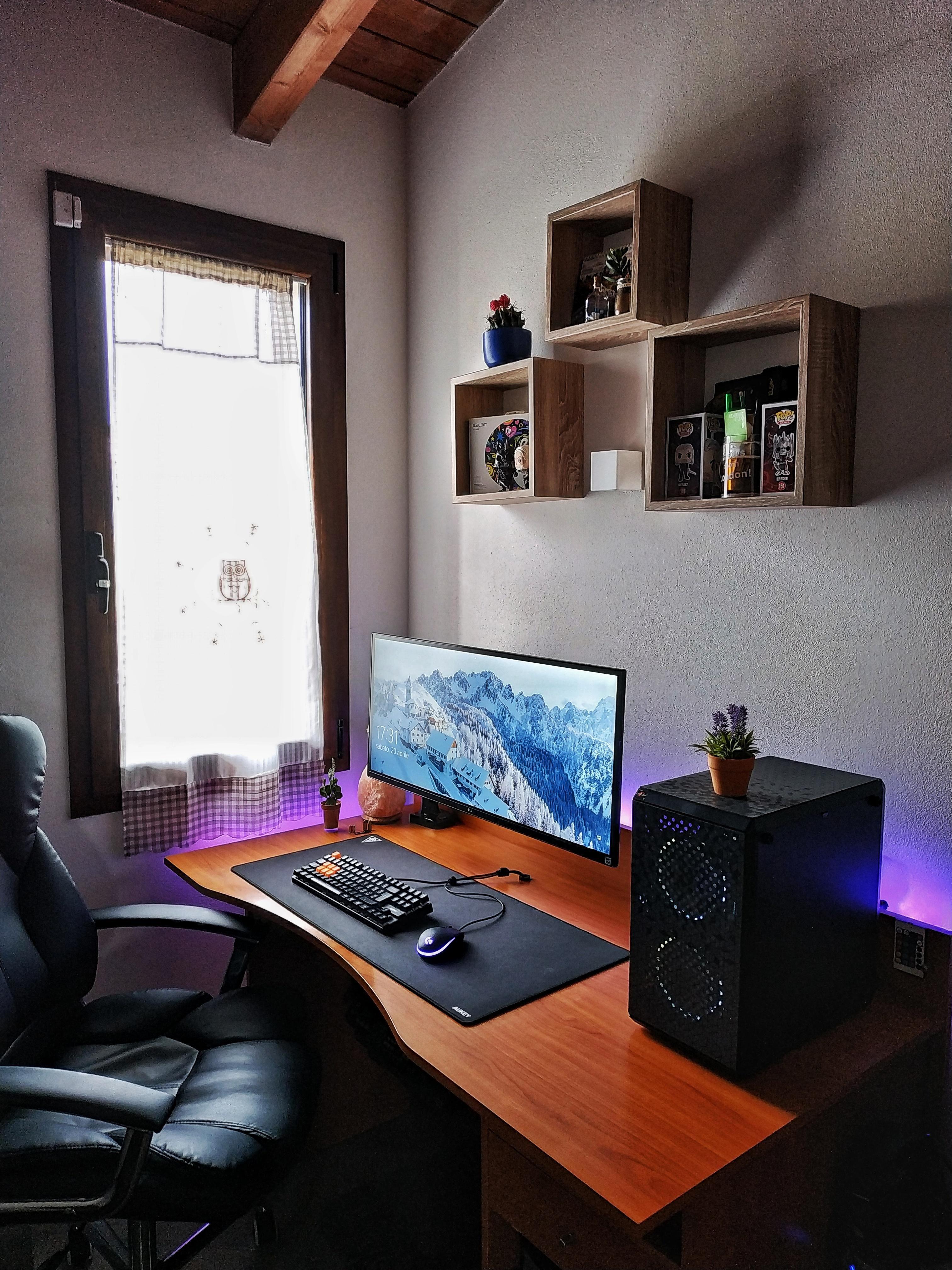 Some upgrades on my battlestation | Desk in living room ...