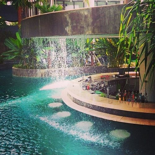 Luxury hotels mini bar with waterfall the james bond for Luxury pools with waterfalls