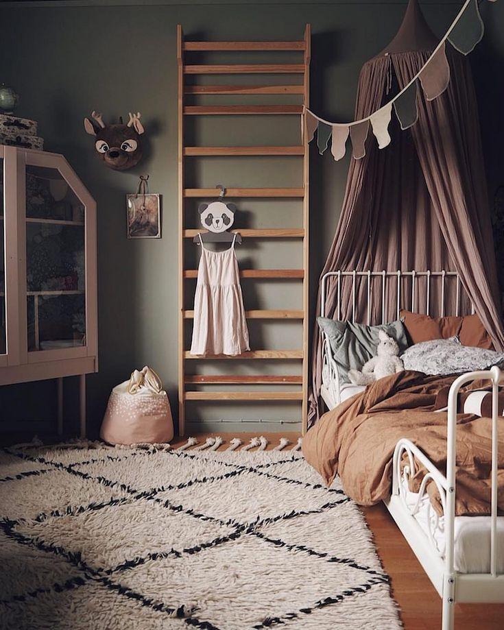 Mein skandinavisches Zuhause auf Instagram: Der kleine Besitzer dieses Schlafzimmers im Haus von @studioelwa muss ein glückliches Mädchen sein  meinst du nicht? Alles daran ist der Rest von #designideas #designinspiration #designlovers #designersaree #designsponge #designersarees #designbuild #designersuits #fashionmuslim #scandinaviandesign #industrialdesign #nailsdesign #nailartist