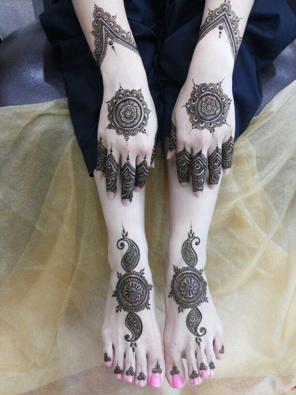 نقش حناء لليد و القدم من صالون رشنا للحنا Henna يباب كوم Foot Henna Mehndi Designs Henna