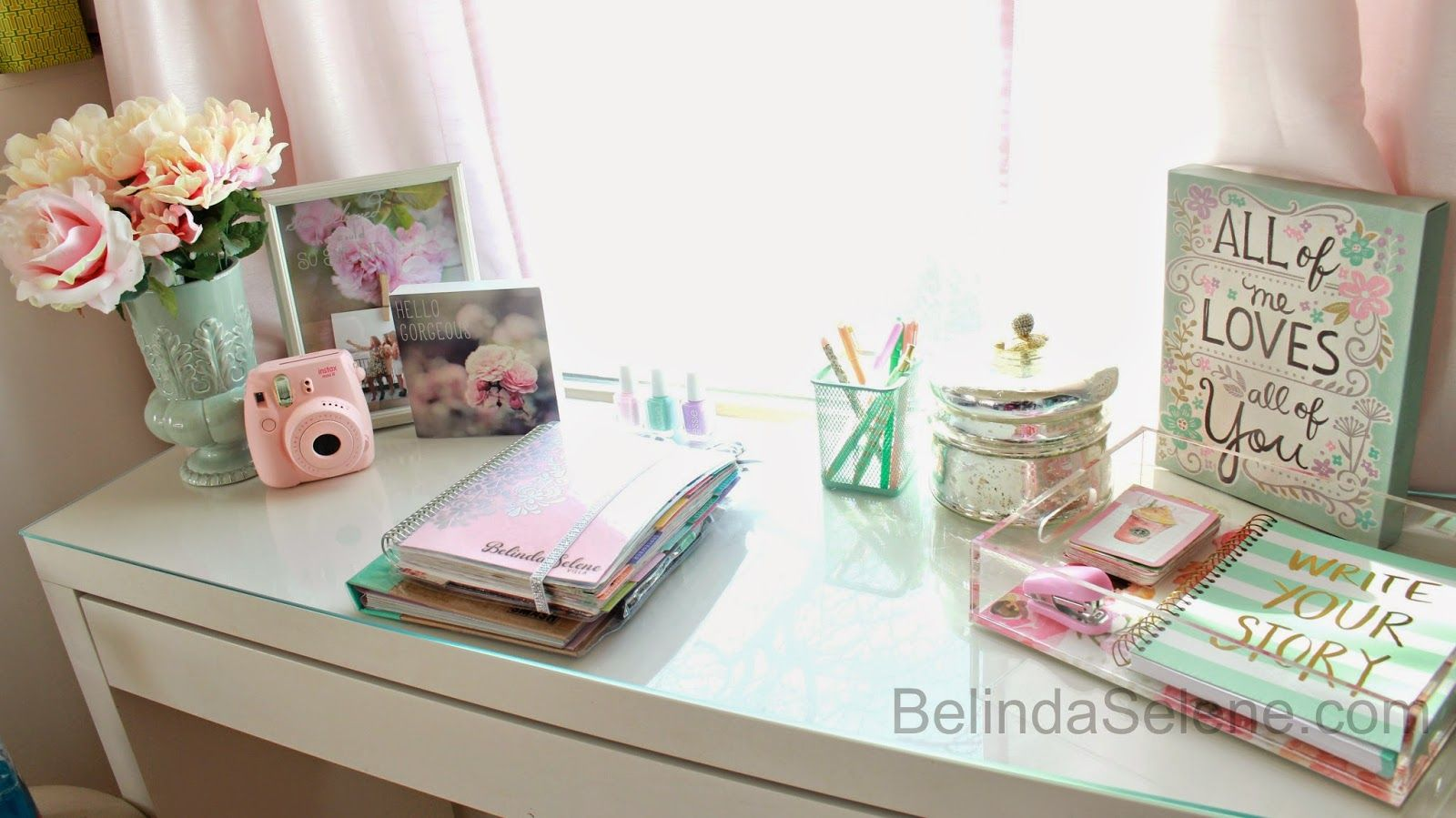 Diy tumblr inspired office desk space apartment for Cute room accessories