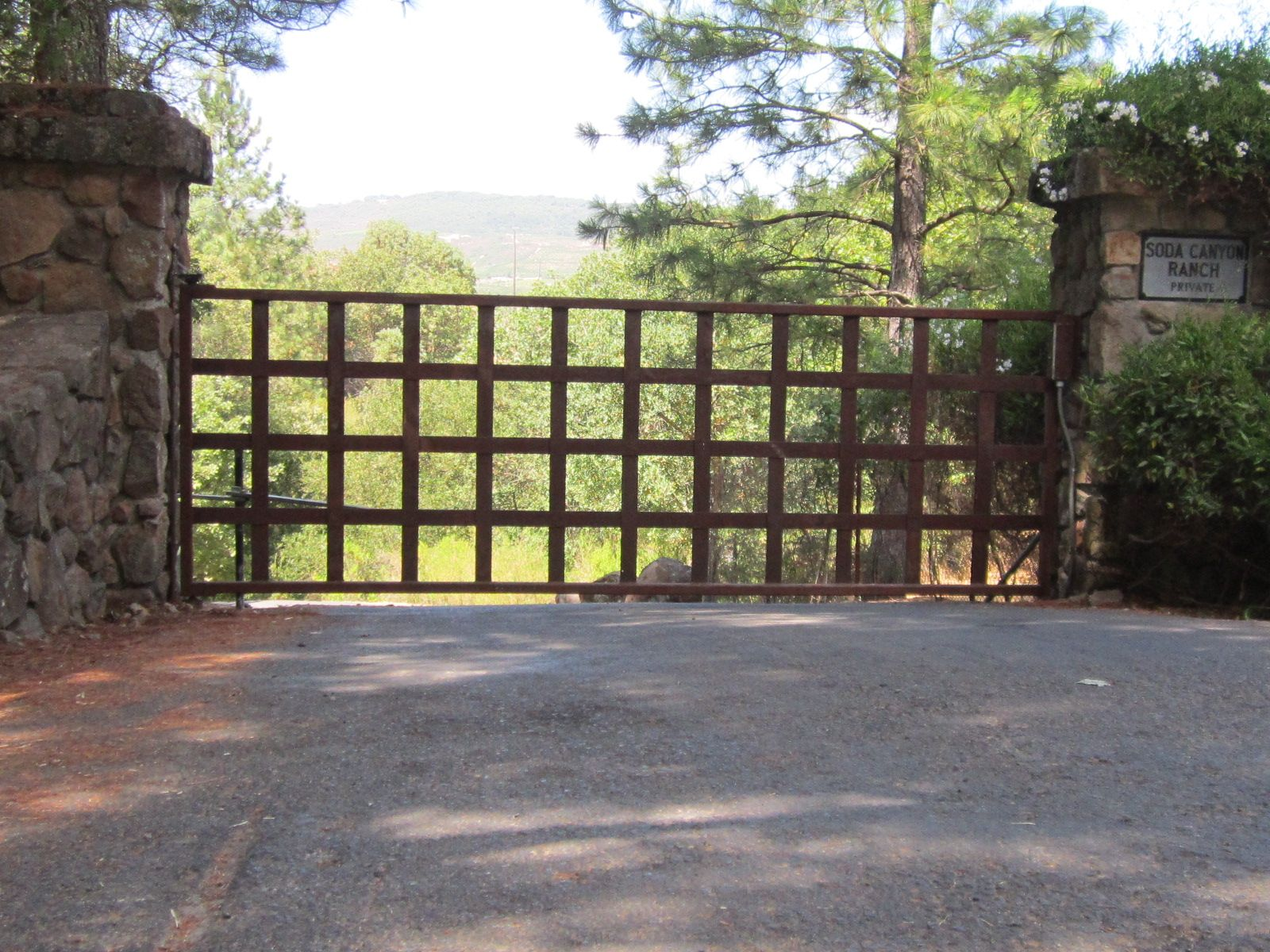 Steel driveway gate rusted by arbor fence inc for Aluminum gates for driveways