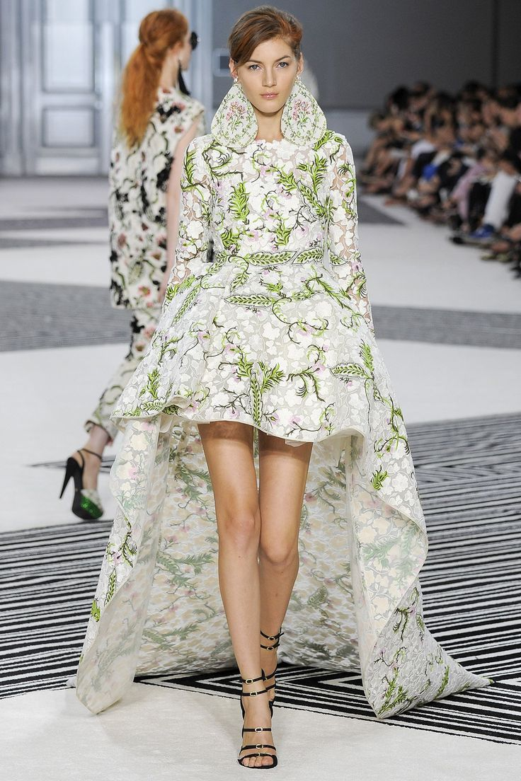List 19 Beauty Giambattista Valli Dresses Top Famous Fashion Designer Name Haute Couture Fashion Fashion Couture Collection