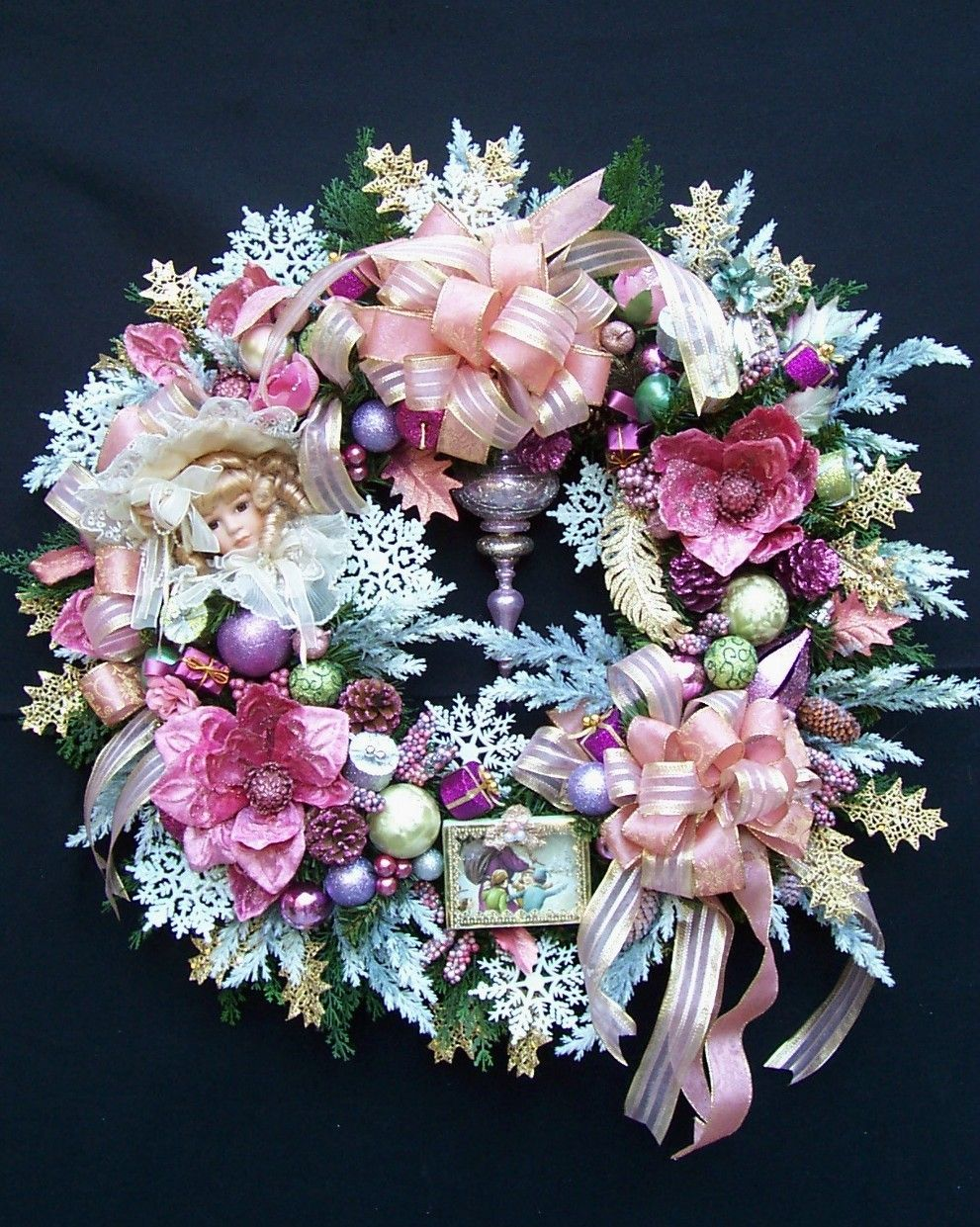A VINTAGE VICTORIAN CHRISTMAS WREATH