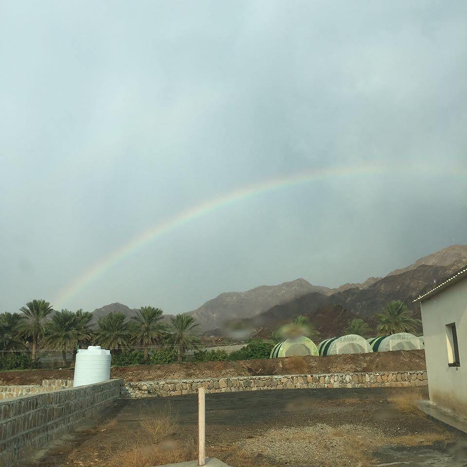 شبكة أجواء الامارات قوس المطر في مسافي قبل قليل من المطارد بو سالم Instagram Natural Landmarks Country Roads