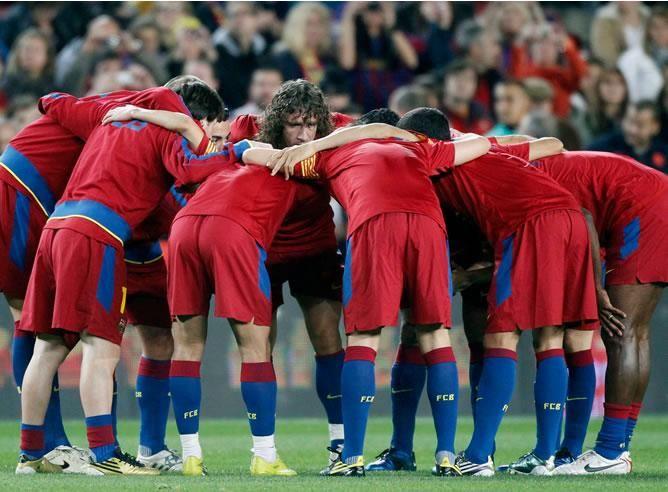 Los jugadores del Barça se conjuran antes del partido