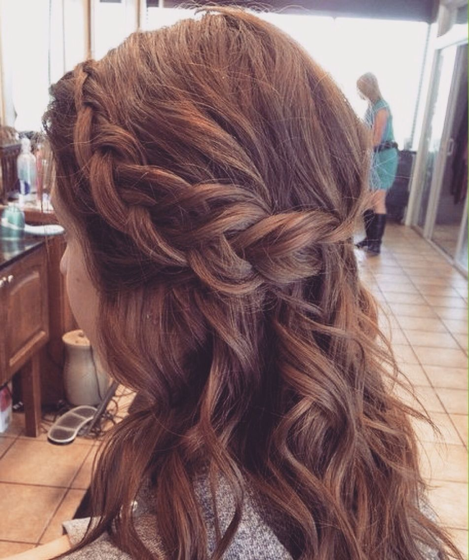 16 Gorgeous Medium Length Wedding Hairstyles: Bridesmaid Hairstyle - Half Up Half Down