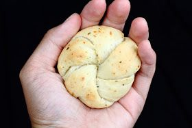 { Little Accidents in the Kitchen }: Garlic, Herb, Parmesan Rolls - Quick and easy :)