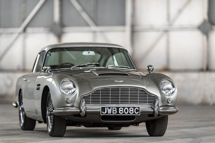 Une Recompense De 1000 Pour Aider A Retrouver Une Db5 Volee Aston Martin Db5 Aston Martin Voitures Neuves