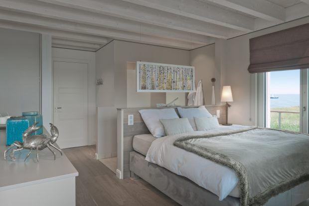 Schlafzimmer im Obergeschoss des Ferienhauses mit Bad ...