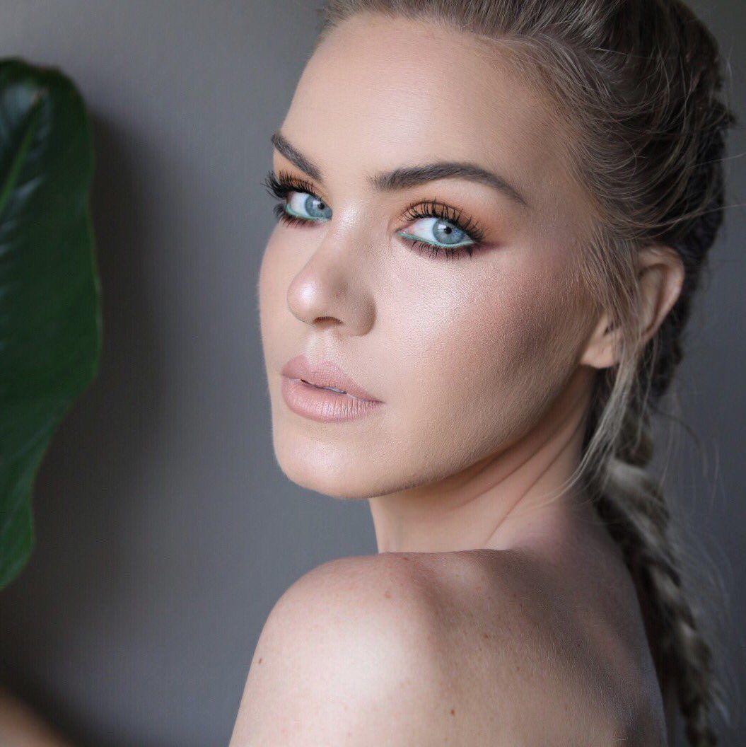Mariah Leonard thegalsguide Beauty guru youtubers