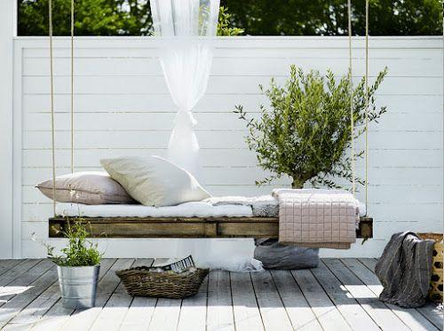 DIY / Un lit palette à suspendre, parfait pour les siestes de l\'été ...
