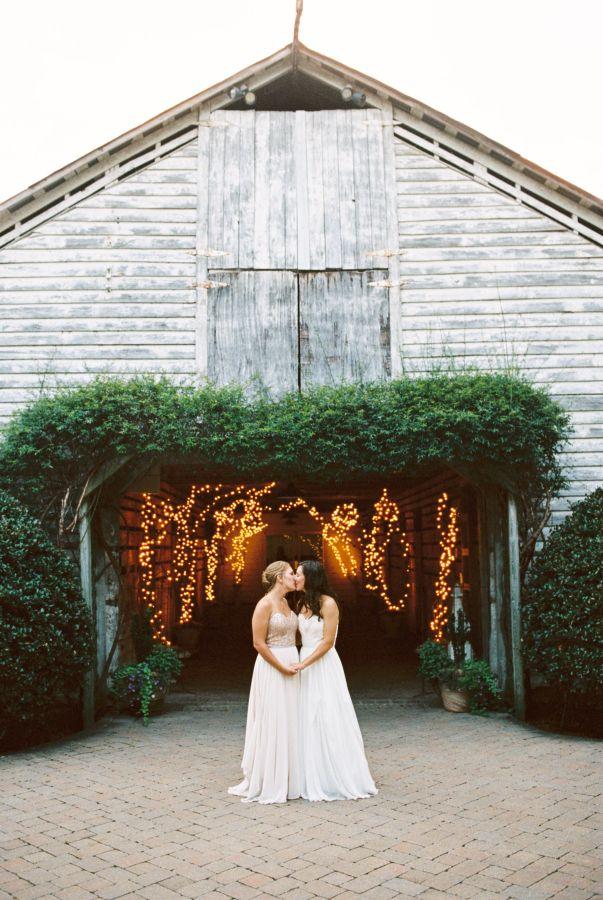 Elegant Fearrington Village Barn Wedding Http Www Stylemepretty Little Black Book Blog 2017 10 14