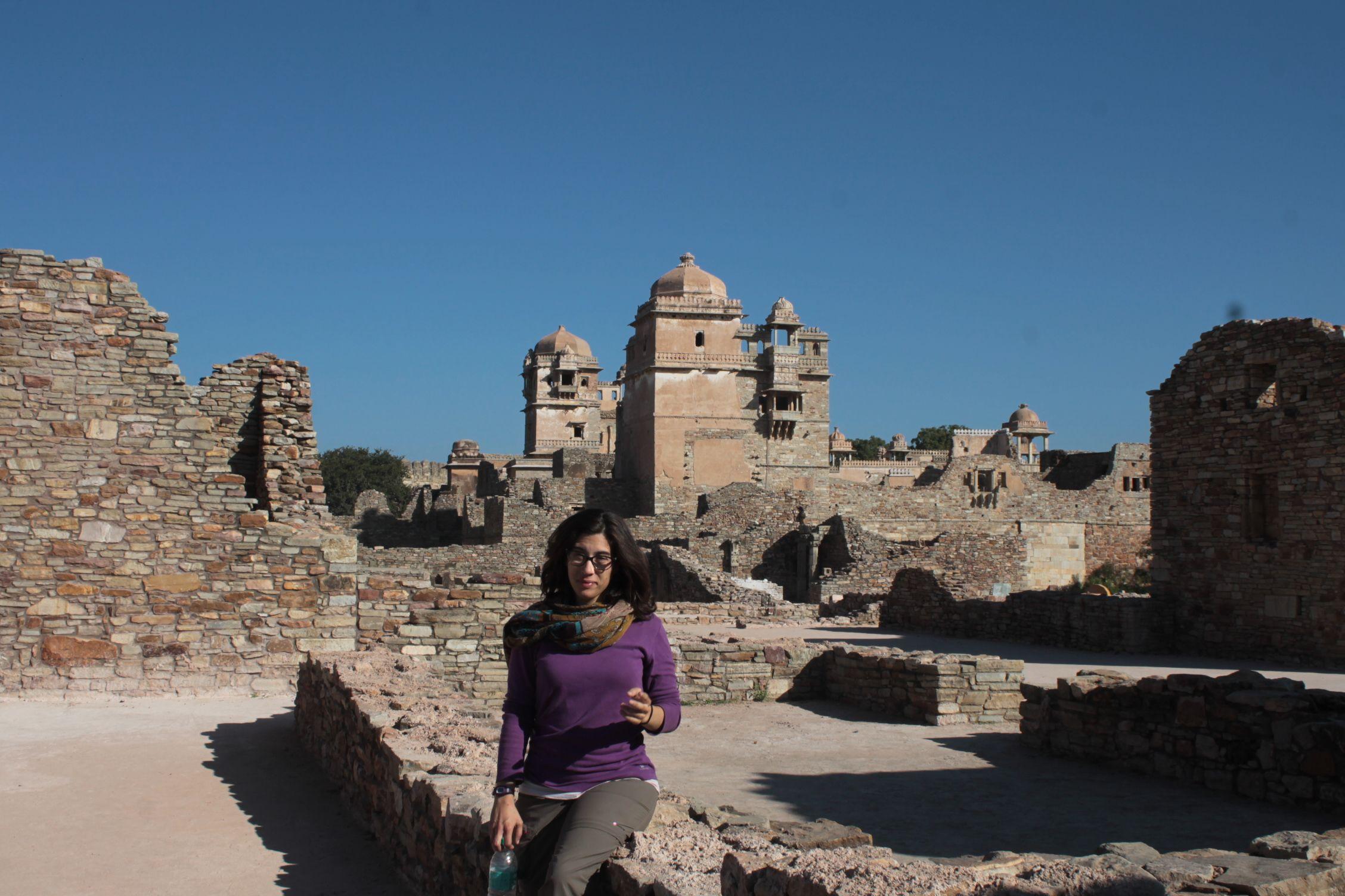 Roser en uno de los palacios del fuerte de Chittorgah