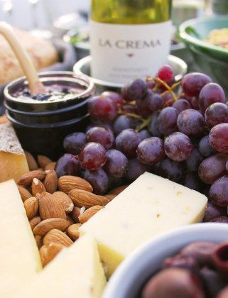 How To Host A Perfect Summer Soirée: Pick Your Pairings - with Melissa Baswell Williams of Bubby and Bean #entertaining #pinotgris #lacremawine