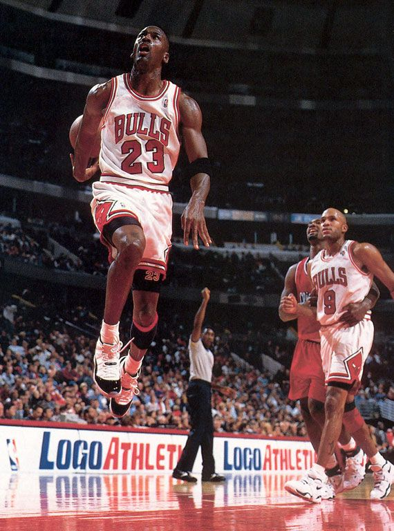 Michael Jordan. Nike Air Jordan XI Concord.  14d33de9973