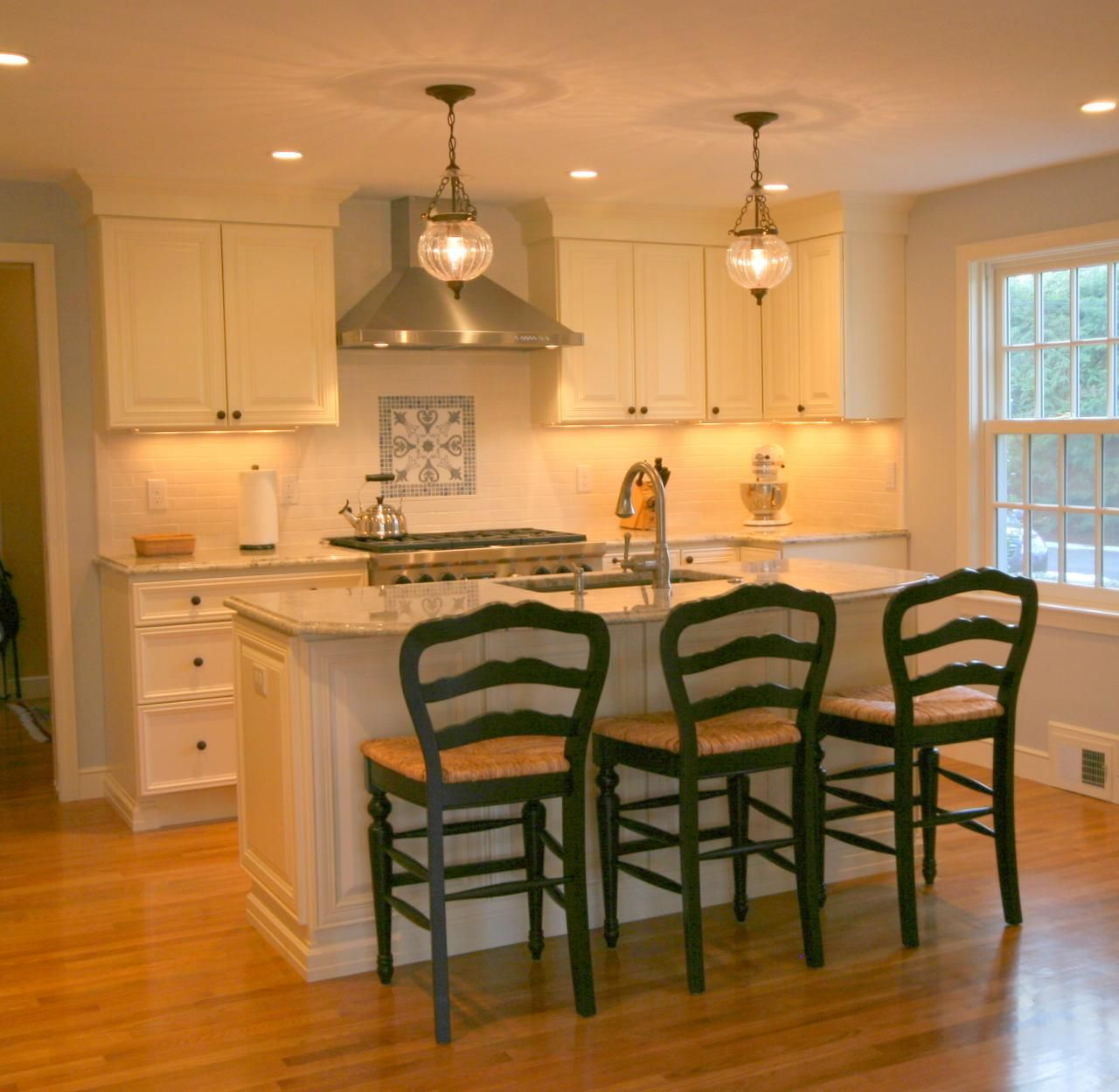 Traditional Kitchen Islandwith 3 Stoolslooks Good  Kitchen Interesting Dining Room And Kitchen Designs Decorating Design
