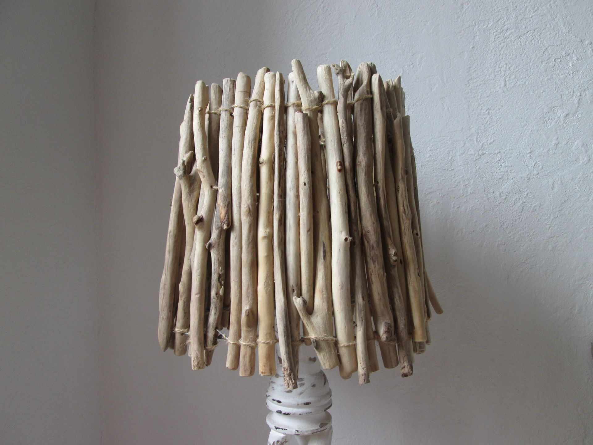 Abat jour bois flott enti rement fix avec de la ficelle for Bois flotte grossiste