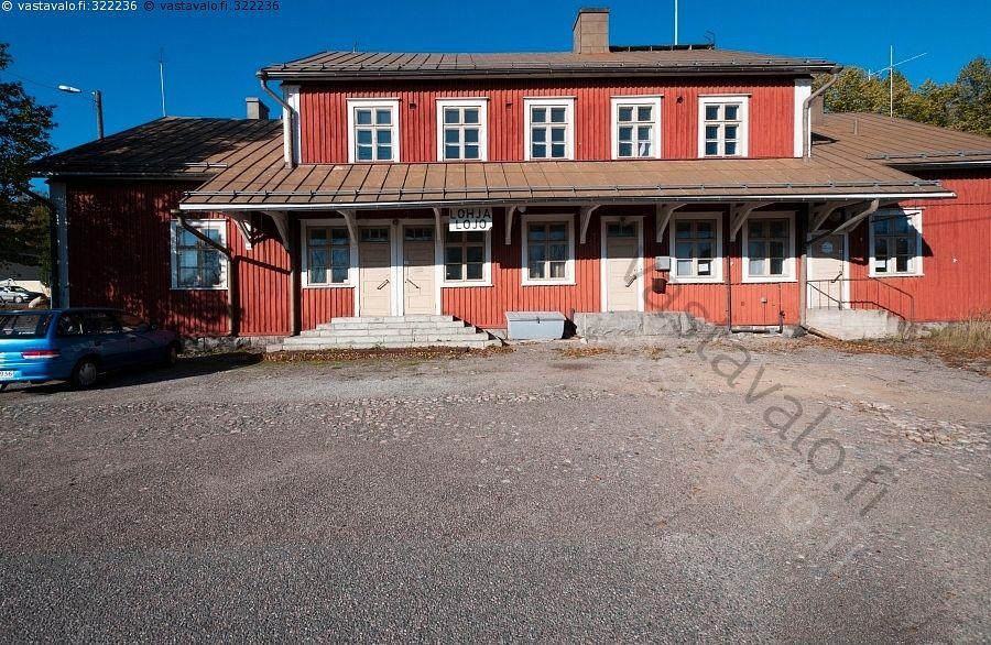 Lohjan vanha rautatieasema - asema rakennus