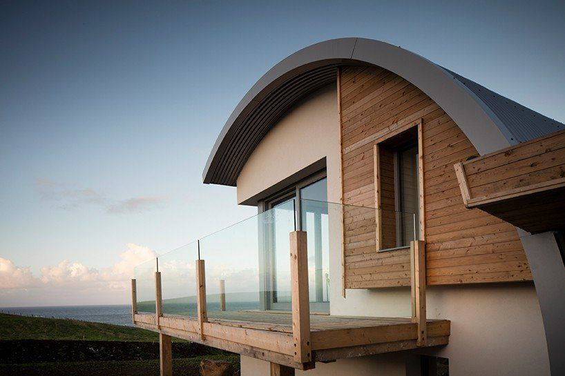 100 Year Old Irish House Restored With Curving Roof Extension By 2020 Architects In 2020 Irish Houses Beach House Interior Bungalow House Design