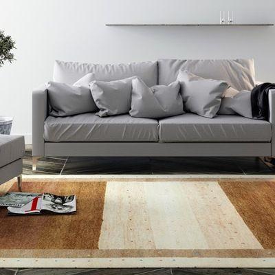 salón en gris y alfombra marrón y beige #sofá #deco #interiores