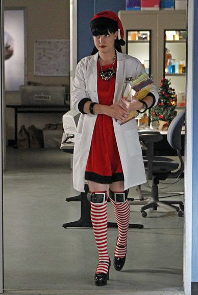 Criminal Girls 2 Wallpaper Abby S Ncis Christmas Outfit Quot 1 2 Buckle My Sock