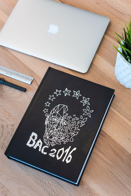 Plus d'inspirations et design de yearbooks étudiants sont ...